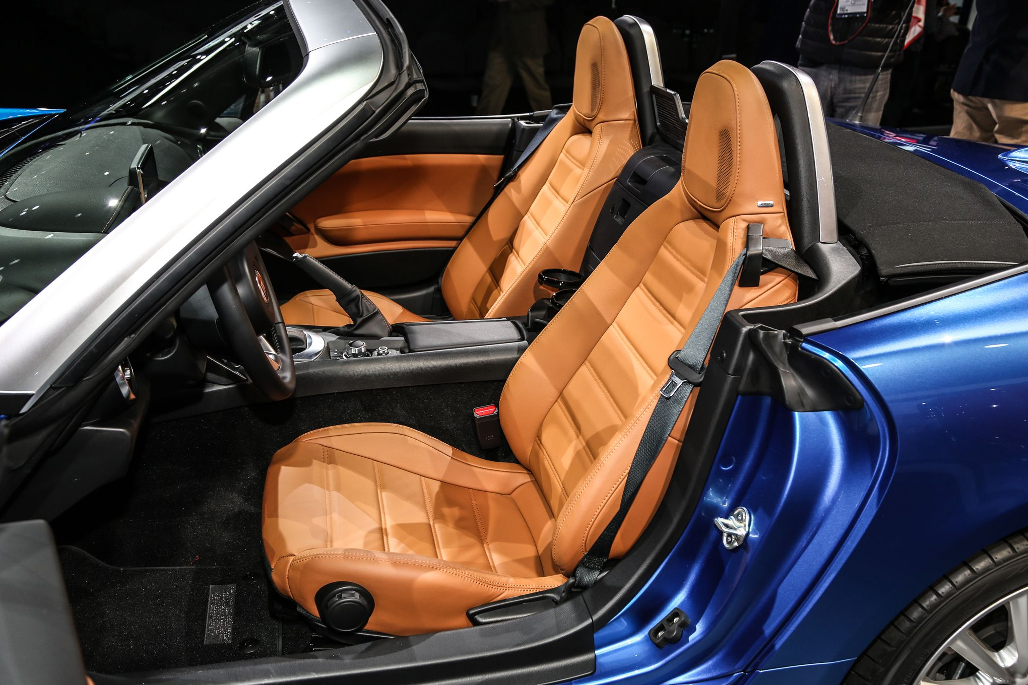 2017-fiat-124-spider-interior-seats.jpg