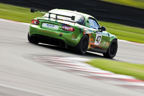 Mazda-MX-5-GT4-race-car2012.jpg
